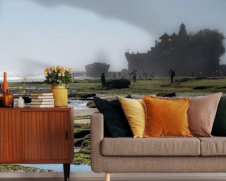 Sfeerimpressie behang: View on the Tanah Lot van Lex Scholten