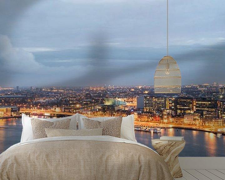 Sfeerimpressie behang:  Skyline Amsterdam van Foto Amsterdam/ Peter Bartelings