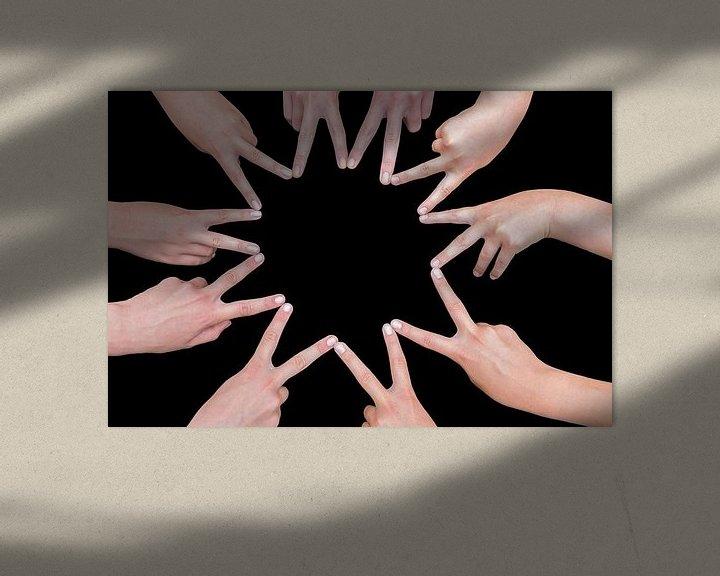 Beispiel: Zehn Hände von Mädchen bilden einen zehn-spitzen Stern von Ben Schonewille
