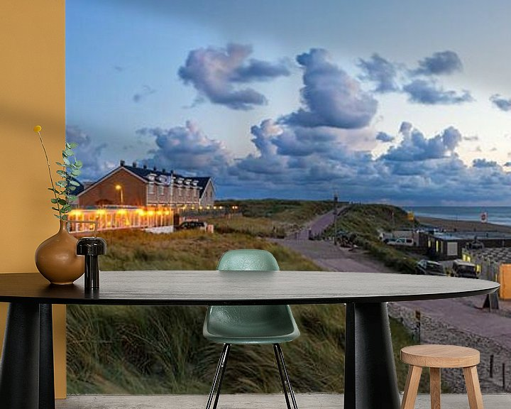 Sfeerimpressie behang: Panorama foto zonsondergang de Koog Texel / Panoramic photo sunset Texel beach van Justin Sinner Pictures ( Fotograaf op Texel)