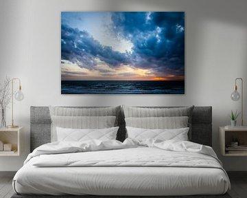 Sunset at sea von Leon Weggelaar
