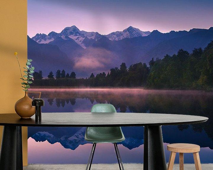 Sfeerimpressie behang: Lake Matheson, Zuidereiland, Nieuw Zeeland van Henk Meijer Photography
