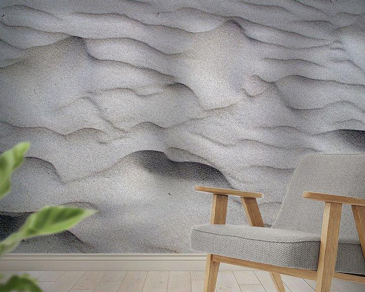 Sfeerimpressie behang: Zandpatronen strand IJmuiden Nederland van Watze D. de Haan