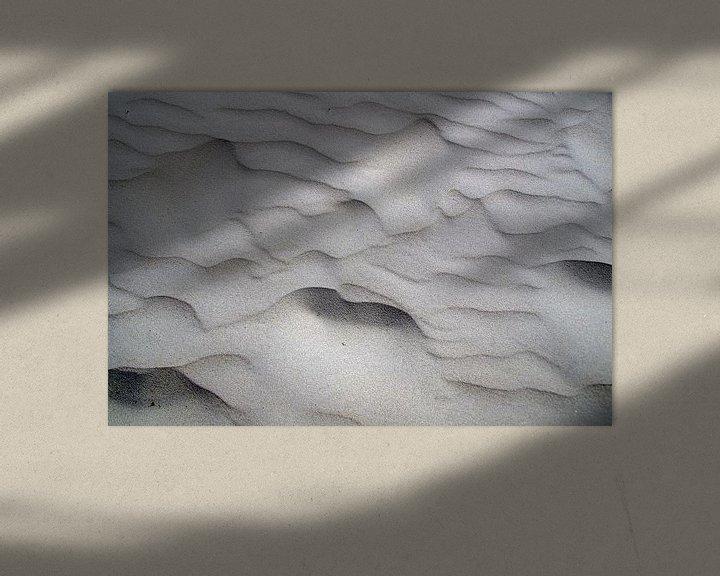 Sfeerimpressie: Zandpatronen strand IJmuiden Nederland van Watze D. de Haan