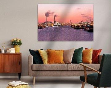 Haven van Rotterdam bij avondschemering in Nederland van Nisangha Masselink