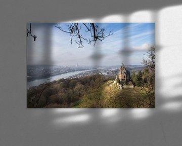 Kasteel Drachenburg Siebengebirge en de rivier De Rijn Bonn Germany von Leoniek van der Vliet