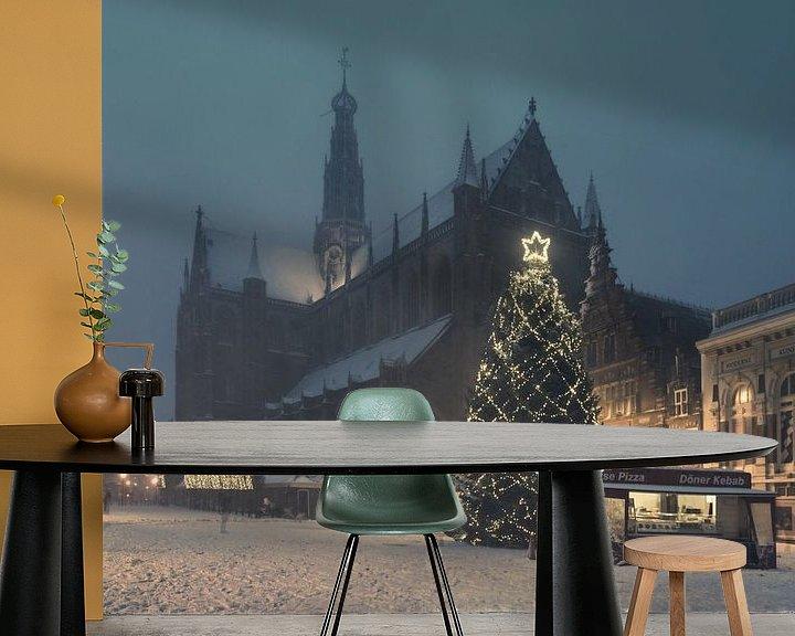 Sfeerimpressie behang: Haarlem: Kerstsfeer op de Grote Markt. van Olaf Kramer