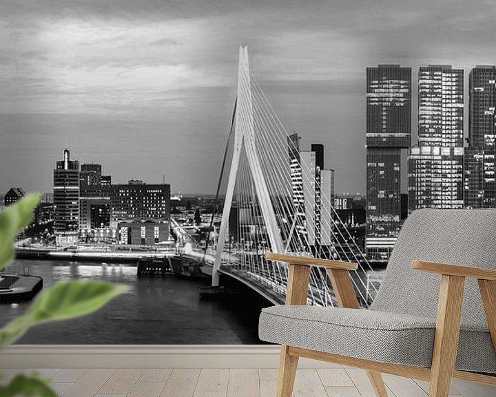 Sfeerimpressie behang: Rotterdam Erasmusbrug black and white van Midi010 Fotografie