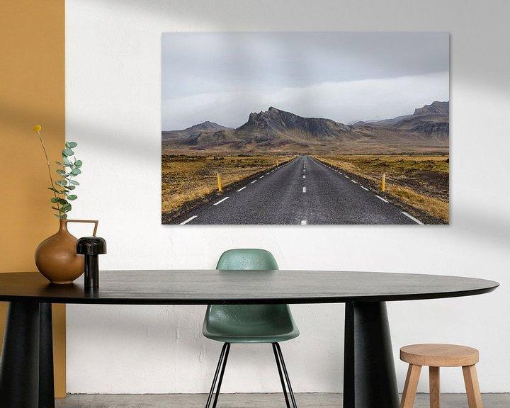 Sfeerimpressie: De eenzame lege weg naar de bergen van Stephan van Krimpen