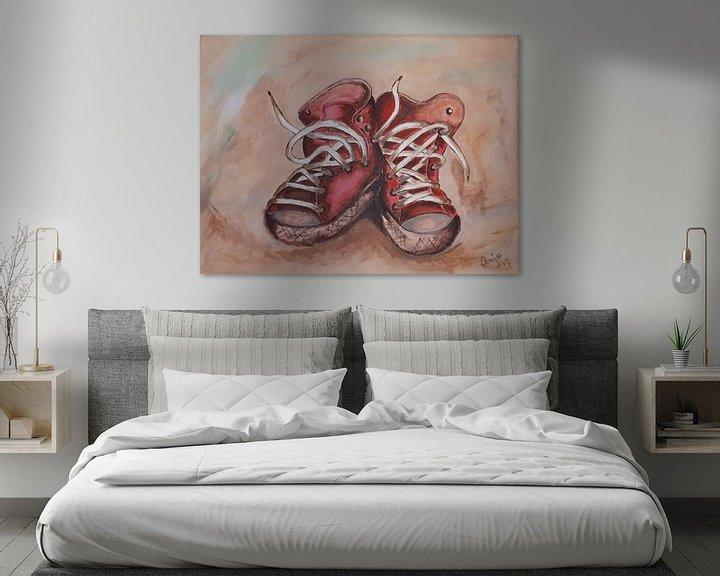 Sfeerimpressie: Rode, oude sneakers van Anja  Bulté