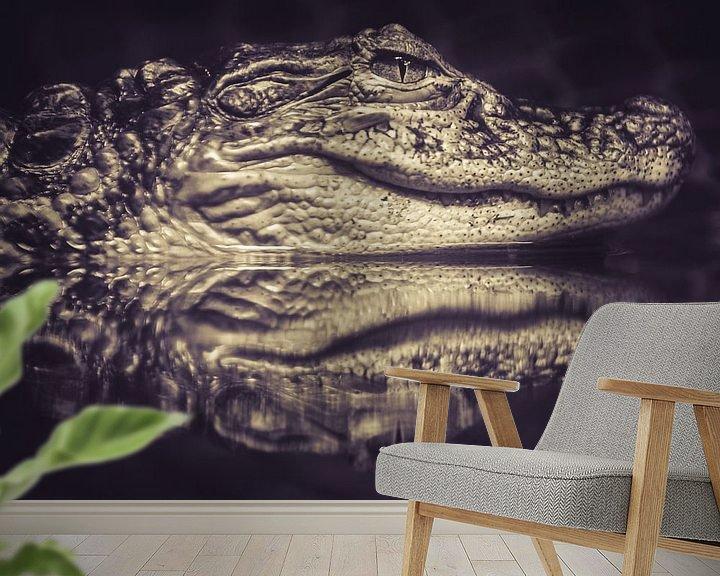 Sfeerimpressie behang: Alligator in rust. van Marco Willemsen
