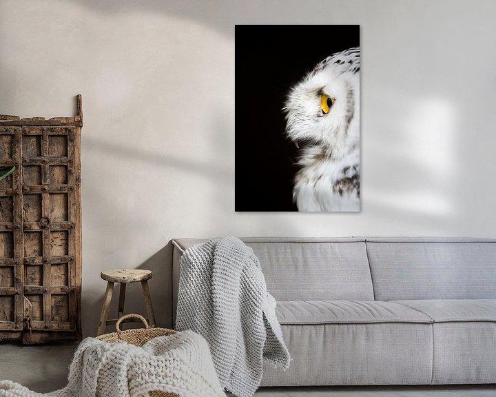 Sfeerimpressie: Sneeuwuil op wacht. van Marco Willemsen