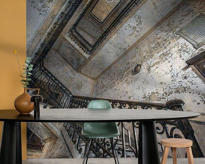 Sfeerimpressie behang: Trappenhal in een verlaten Italiaans ziekenhuis van Olivier Photography
