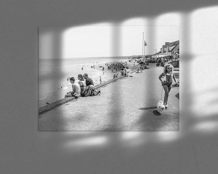 Sfeerimpressie: Stranddag in Normandië van Emil Golshani