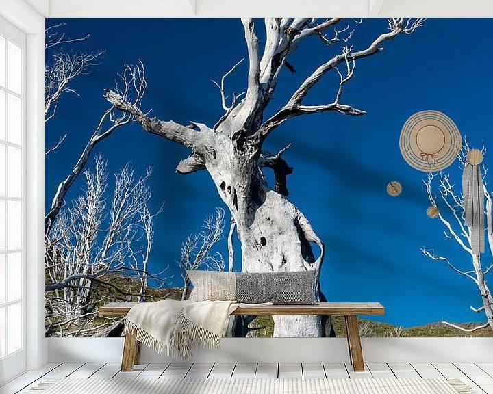 Sfeerimpressie behang: De geschrokken boom van Gerry van Roosmalen