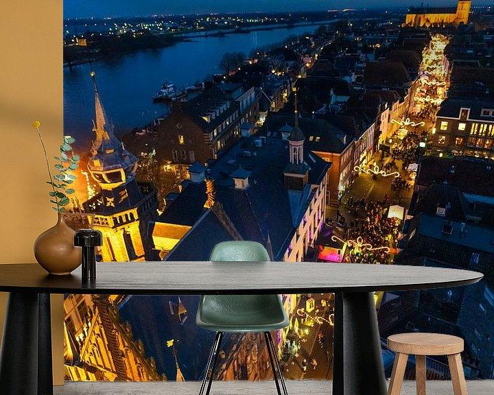 Sfeerimpressie behang: Zicht op de Hanzestad Kampen van bovenaf in de avond van Sjoerd van der Wal