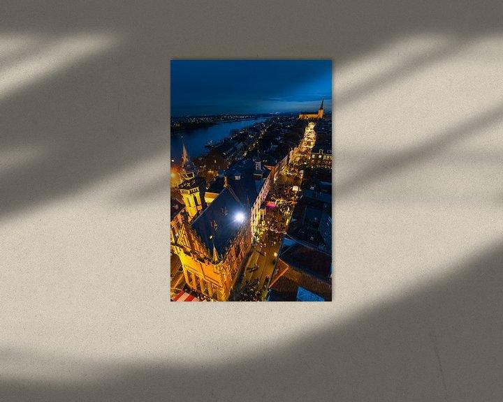 Sfeerimpressie: Zicht op de Hanzestad Kampen van bovenaf in de avond van Sjoerd van der Wal