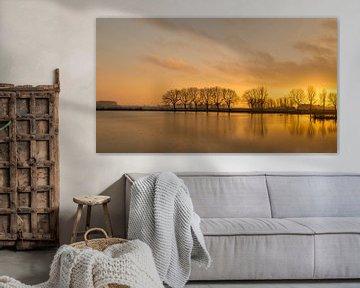 Zonsondergang bij een Nederlands meer van Ruud Morijn