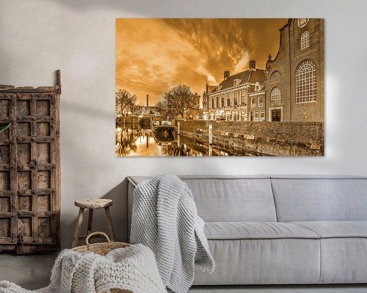 Sfeerimpressie: De kerk en de brouwerij - monochroom van Frans Blok