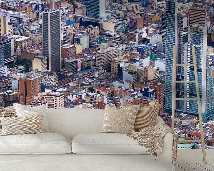 Sfeerimpressie behang: Bogota van Lucas De Jong