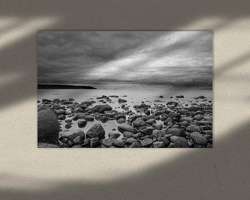 Natursteine am Strand von Vancouver Island von Emile Kaihatu