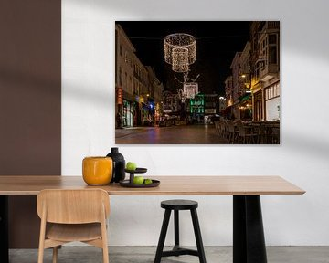 Breda - Veemarktstraat in de avond von I Love Breda