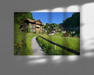 A beautiful wooden house in Tschagguns Montafon Austria on a sunny morning von Riekus Reinders