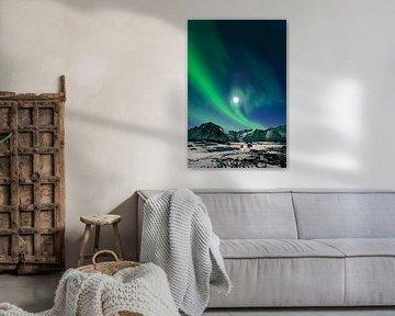 Noorderlicht boven de bergen van Senja in Noord-Noorwegen