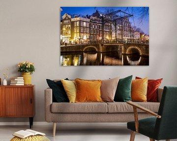 Typisch Amsterdamse brug van Leon Weggelaar