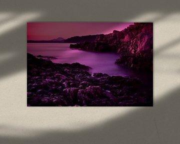 Rotsachtige baai na zonsondergang van Jesse Meijers