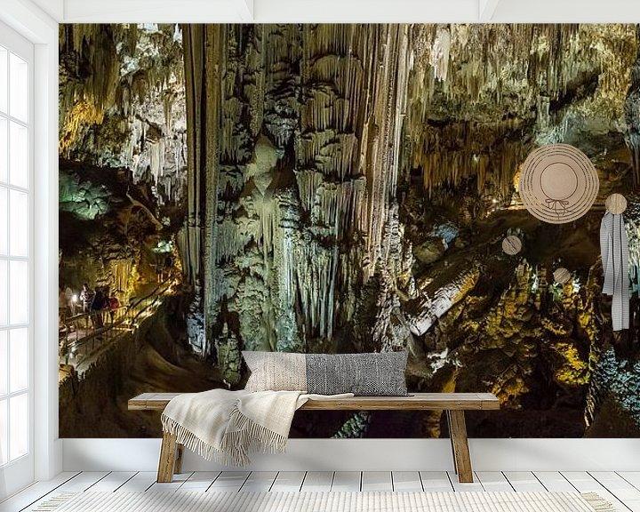 Sfeerimpressie behang: De druipsteengroteen Cueva de Nerja, Nerja, Andalucia, Spanje van Rene van der Meer