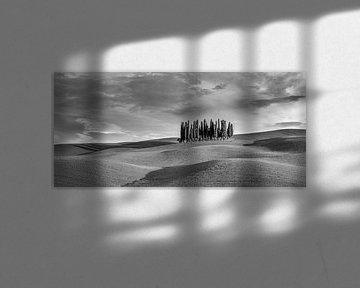 Torrenieri panorama Italien in schwarz weiss von Peter Bolman