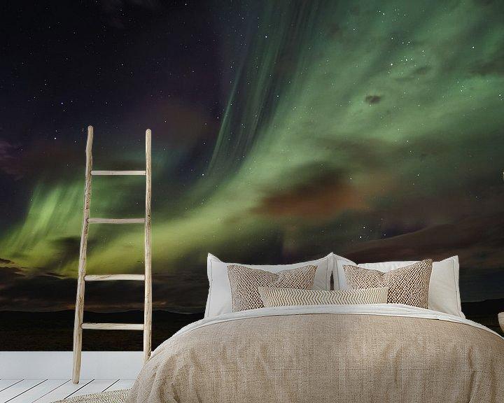 Sfeerimpressie behang: Aurora Borealis van Jeroen Linnenkamp