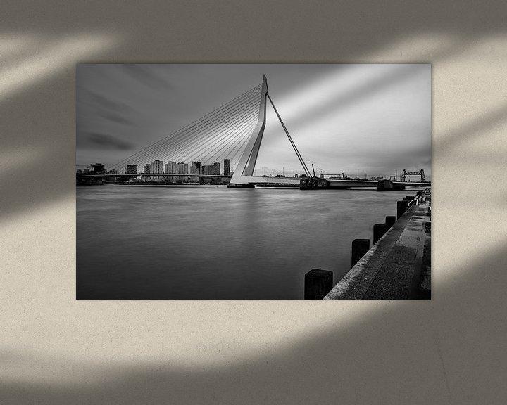 Sfeerimpressie: Erasmusbrug   Zwart-Wit Foto van Mark De Rooij