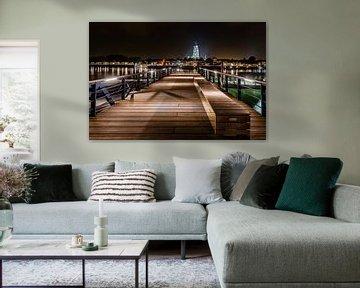 Avondfoto van prachtig verlicht hanzestad Deventer  van Fotografiecor .nl