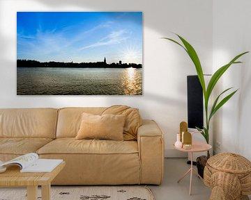 Silhouette van Nijmegen op zonnige dag van Patrick Verhoef