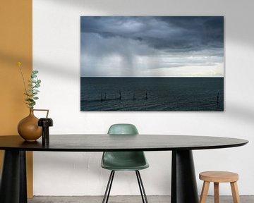Regen boven het IJsselmeer