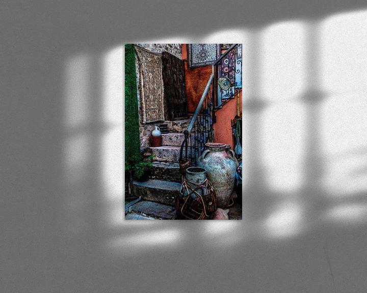 Sfeerimpressie: Kleurrijke opgang naar woning van Leo van Vliet