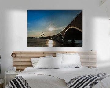 Waalbrug De Oversteek bij Nijmegen tijdens zonsondergang