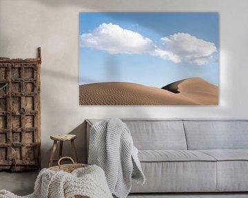 Nuages au-dessus d'une dune de sable dans le désert d'Iran.