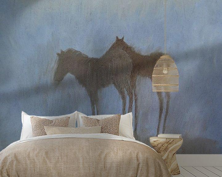 Sfeerimpressie behang: Veulens onder een wolk. van Sabine Trines