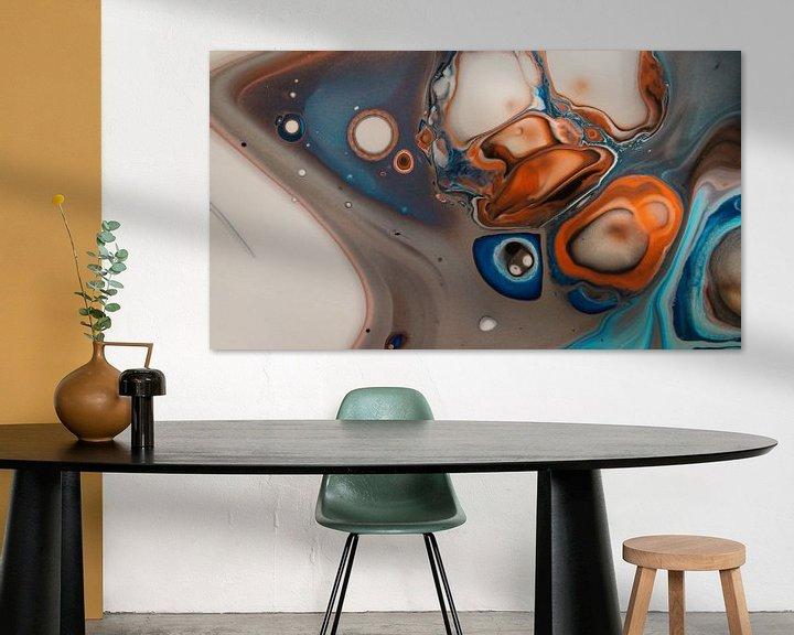 Sfeerimpressie: Orange and Blue I van Art Pour Toi