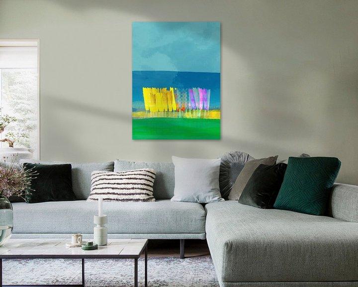 Sfeerimpressie: Lisse bloemen geel op blauw van Joost Hogervorst