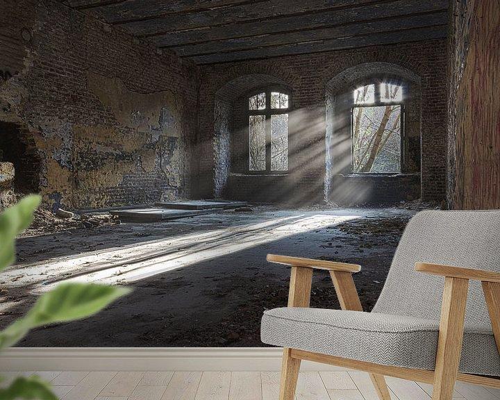 Sfeerimpressie behang: Zonnestralen urbex van Sasja van der Grinten