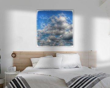 Wolken in blauwe Nederlandse lucht