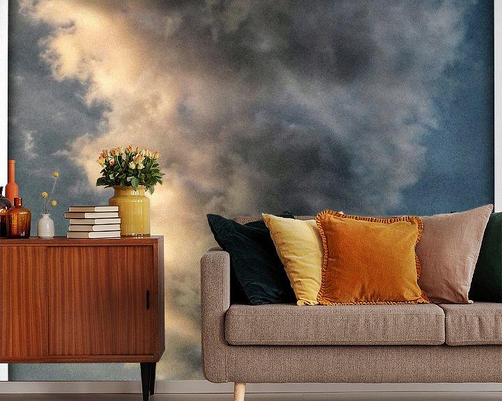 Sfeerimpressie behang: Gigantische Wolk II van Kuba Bartyński
