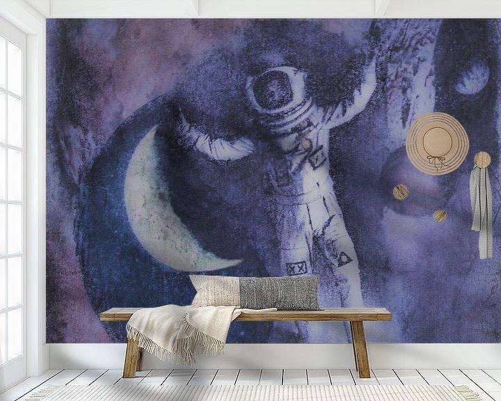 Sfeerimpressie behang: Blootsvoets in de ruimte van Christine Nöhmeier