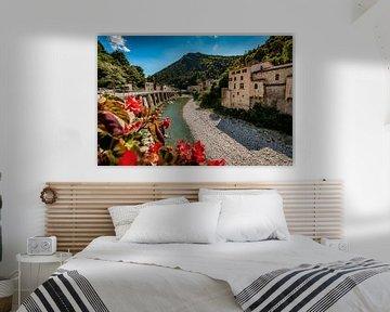 Uitzicht op bergrivier in de Franse Alpen van Fotografiecor .nl