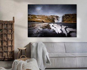 Skogafoss waterval in IJsland van Marcel Alsemgeest