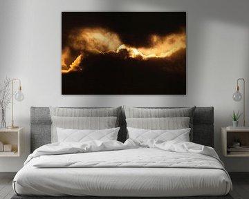Abstracte Natuur--Zon in de Wolken-01 van Katja Goede